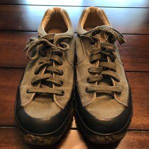 Men's BASS green 10.5 outdoor shoes